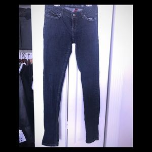 Brand new GUESS skinny jeans size 27
